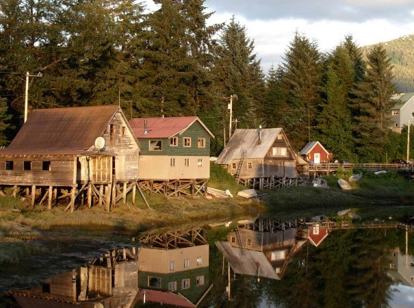Alaska´s towns and villages offer rich histories and origins. There is strong Russian history and Norwegian heritage, gold rush towns with their saloons and native villages adorned with totem poles and intricate carvings.