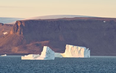 Icebergs and mountains in Baffin Bay