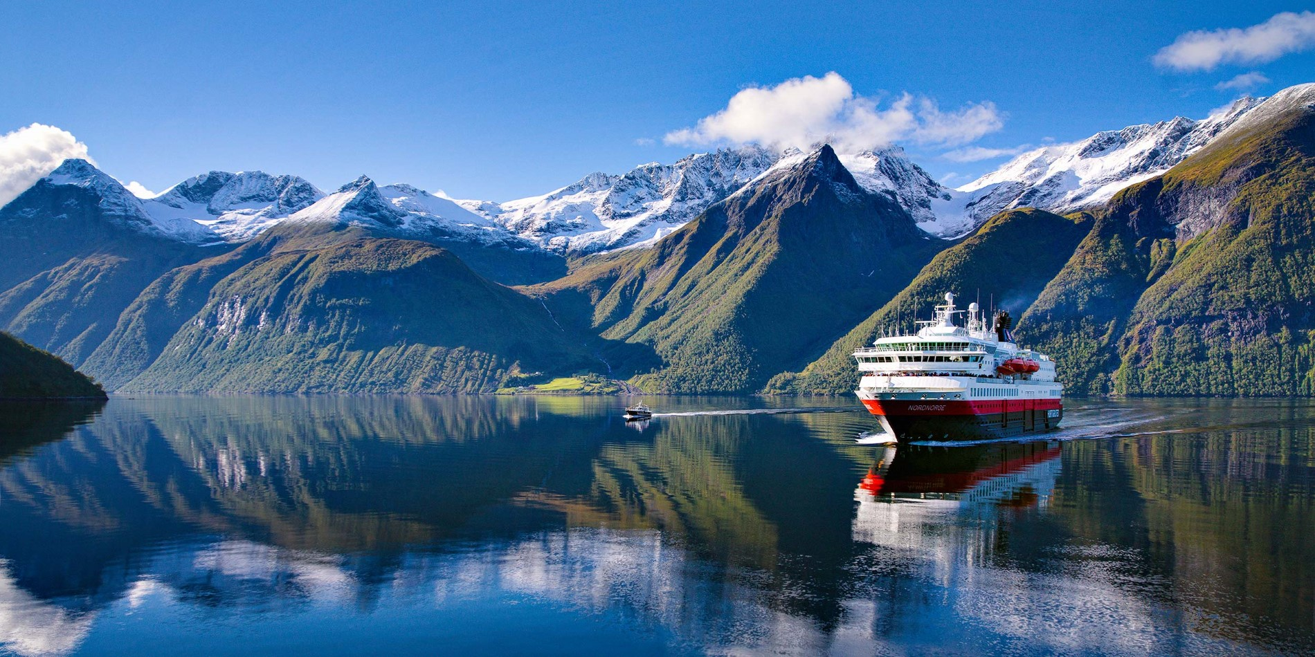 MS Nordnorge sails into the beautiful Hjørundfjord