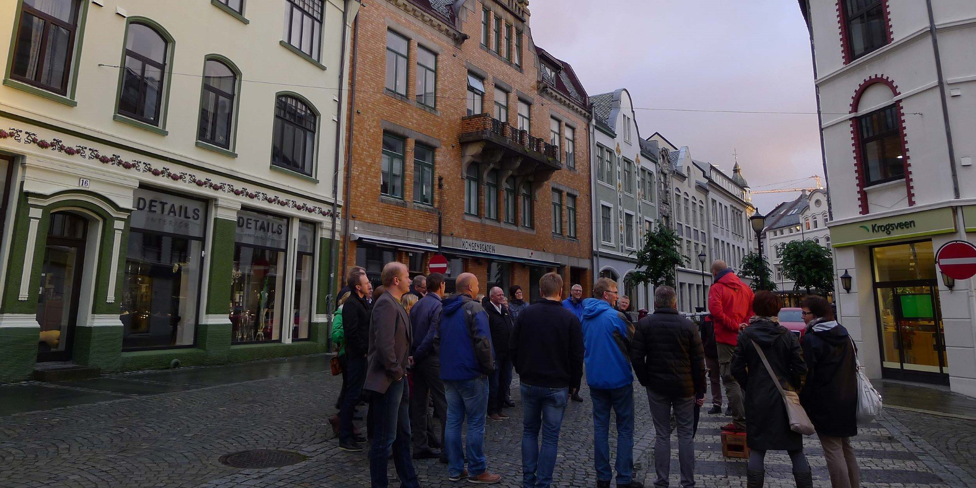 On this 2-hour walk you will see the architecture of Ålesund and hear the story behind it