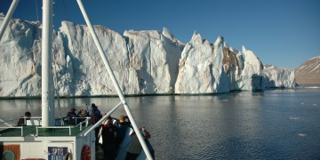 Capture the raw beauty of Spitsbergen from the boat