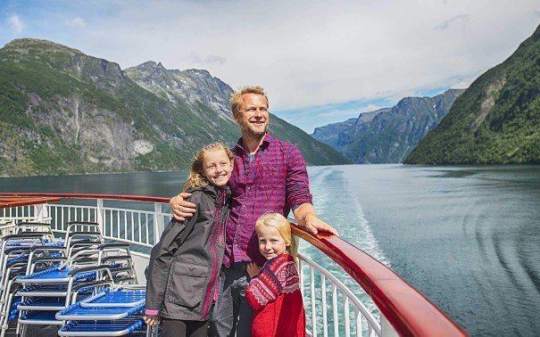 Bring your kids (7-13) on board MS Finnmarken for our Young Explorers Programme, and have them experience wonders like Geirangerfjord.