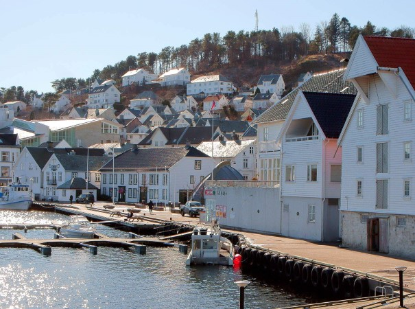 The picturesque, white houses of Farsund. On this voyage, we explore some unique towns along the rugged coastline to get close to nature and immerse ourselves in local culture along the way.